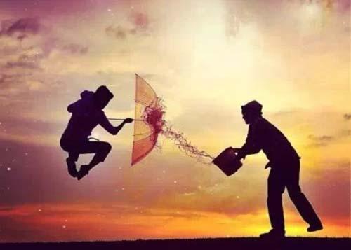 追求自己的幸福,就不能追随别人的目光去寻找