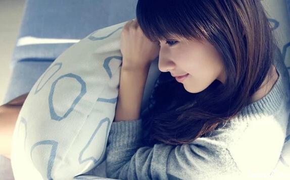 我跟自己说好,悲伤时可以哭的很狼狈,眼泪流干后,要抬起头笑得很漂亮