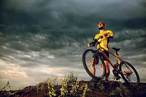 [描写人骑自行车的句子]描写骑自行车骑行的句子