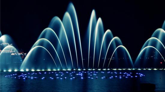 描写喷泉的句子