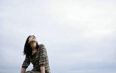 仰望天空的唯美句子说说带图片